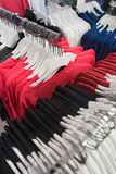 新泽西T恤杉和套头衫在商店 免版税图库摄影