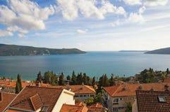 新海尔采格沿海城市  海湾kotor montenegro 免版税库存照片