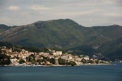 新海尔采格-沿海城市在黑山找出入口到科托尔湾 免版税图库摄影