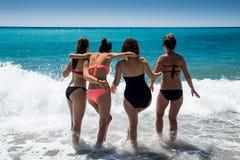 新海滩的妇女 库存图片