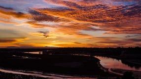 新港海滨加利福尼亚后面海湾卡塔利娜海岛日落视图 库存照片