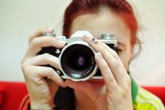 新照相机的妇女 库存照片