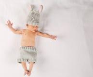 新生儿毯子的男婴 库存照片