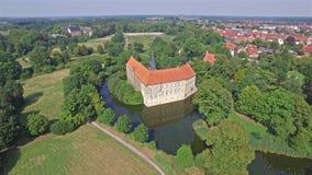 新生城堡的鸟瞰图在Luedinghausen,德国 股票视频