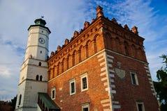 新生市政厅在Sandomierz 库存照片