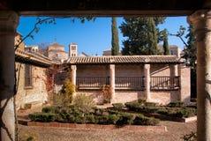 新生画家格雷考的房子的外部和庭院在托莱多 免版税库存照片