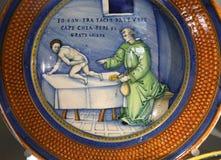 从新生的古老陶瓷瓦器盘 免版税库存照片