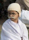 新男孩身分装饰了作为世界纪录的Gandhi 免版税库存照片