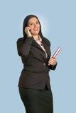 新白种人女实业家联系在电话 免版税库存照片