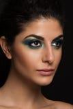 新白种人女性美丽的特写镜头纵向查出空白背景。 蓝眼睛构成,大棕色眼睛,长的鞭子 免版税图库摄影