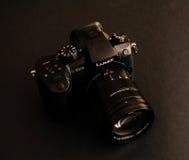新的乐声牌Lumix GH5和莱克12-60摄象机镜头 免版税图库摄影