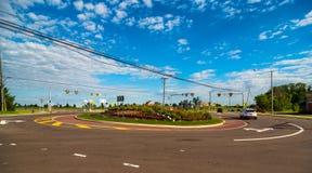 新的交通环形交通枢纽宽看法  免版税库存照片