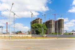 新的住宅复合体的建筑在Th疆土的  免版税库存照片