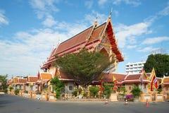 新的佛教寺庙在一个晴天 ayutthaya泰国 库存图片