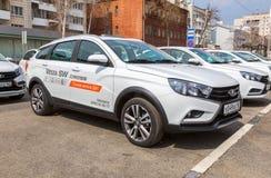 新的俄国车Lada Vesta SW十字架 图库摄影