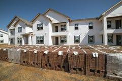 新的公寓住宅区建设中 免版税库存照片