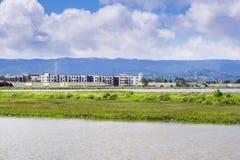 新的公寓建设中在旧金山湾海岸线  图库摄影