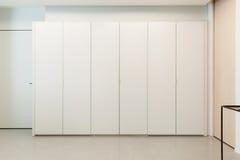 新的公寓,伟大的壁橱 免版税库存照片