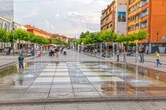 新的喷泉斯甘德伯广场普里什蒂纳 免版税库存图片