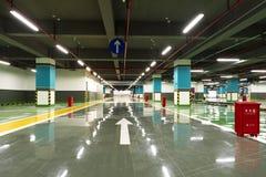 新的地下停车场 免版税库存照片