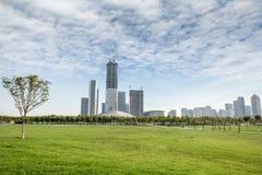 新的城市的绿色空间公园 免版税库存照片