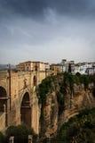 新的城镇, 18世纪桥梁在朗达,西班牙 免版税库存图片