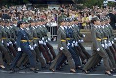 新的塞尔维亚人官员女孩部件行军的 免版税图库摄影