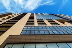 新的大厦公寓夫妇  免版税库存图片