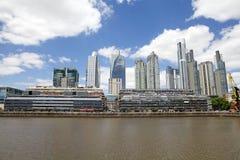 新的大厦在马德罗港在布宜诺斯艾利斯,阿根廷 库存图片