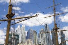 新的大厦在马德罗港在布宜诺斯艾利斯,阿根廷 免版税库存照片