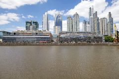新的大厦在马德罗港在布宜诺斯艾利斯,阿根廷 库存照片