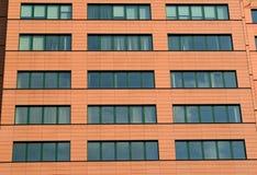 新的大厦的门面遮护与一个陶瓷砖 库存照片