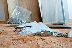 新的家具在汇编面前 免版税库存照片