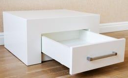 新的家具,有抽屉的内阁 免版税库存照片