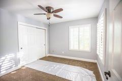 新的家庭卧室内部 免版税库存照片