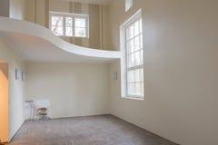 新的家庭建筑内部客厅 库存图片