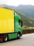 新的富豪集团FH卡车绿色和yelow颜色 免版税库存照片