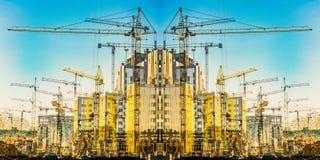 新的居民住房的建筑反对天空的 建筑业的概念 图库摄影