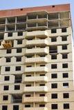 新的居民住房建筑在过程中 未完成的多楼层大厦 图库摄影