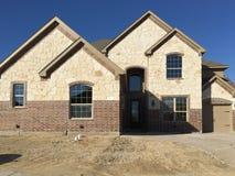 新的岩石房子建筑 免版税库存照片