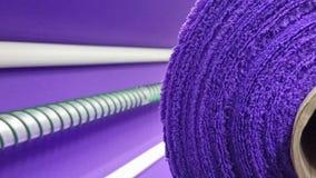 新的工业紫罗兰色卷,紫罗兰色背景 概念:材料,织品,制造,服装工厂,织品新的样品  免版税图库摄影