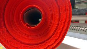 新的工业红色卷,红色背景 概念:材料,织品,制造,服装工厂,织品新的样品  库存图片