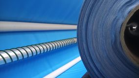 新的工业蓝色卷,蓝色背景 概念:材料,织品,制造,服装工厂,织品新的样品  库存图片