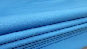 新的工业蓝色卷,蓝色背景 概念:材料,织品,制造,服装工厂,织品新的样品  免版税库存照片