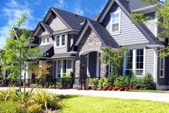 新的当代房子 免版税库存照片