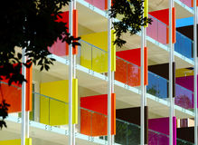 新的旅馆美好的五颜六色的fasade海手段的 库存图片