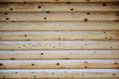 新的日志的木墙壁的自然本底 库存照片