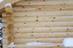新的日志的木墙壁的自然本底 库存图片