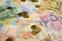 新的明亮的乌克兰金钱banknots背景 库存图片