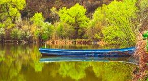 新的春天,老渔船 图库摄影